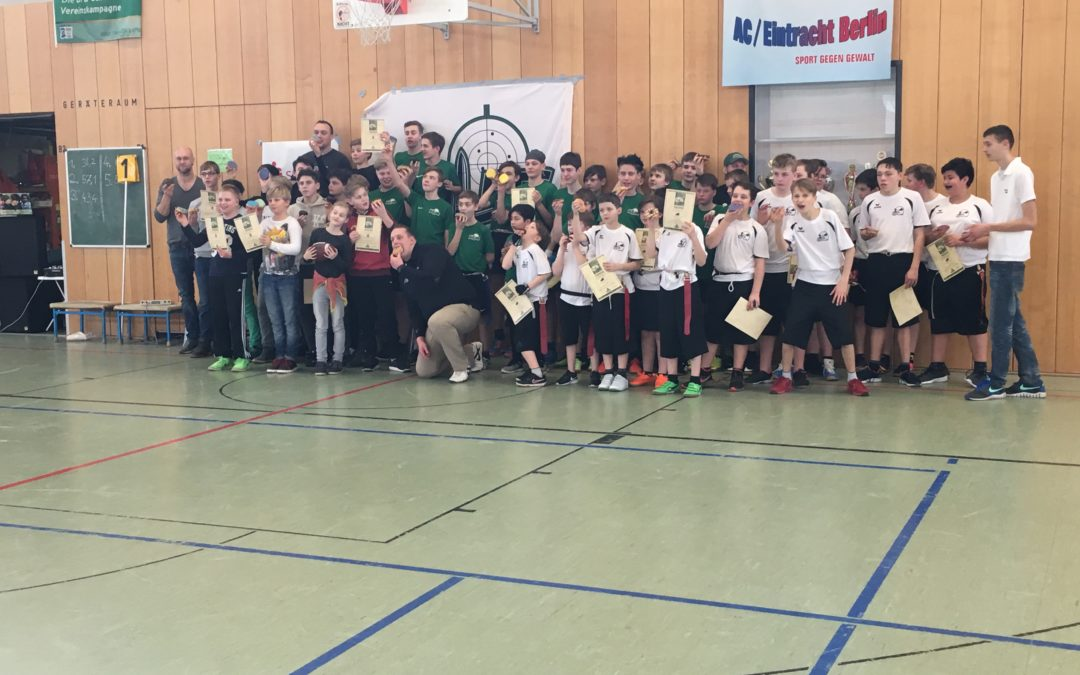 zeigt die Teams vom Bullets Indoor Flag Bowl 2017