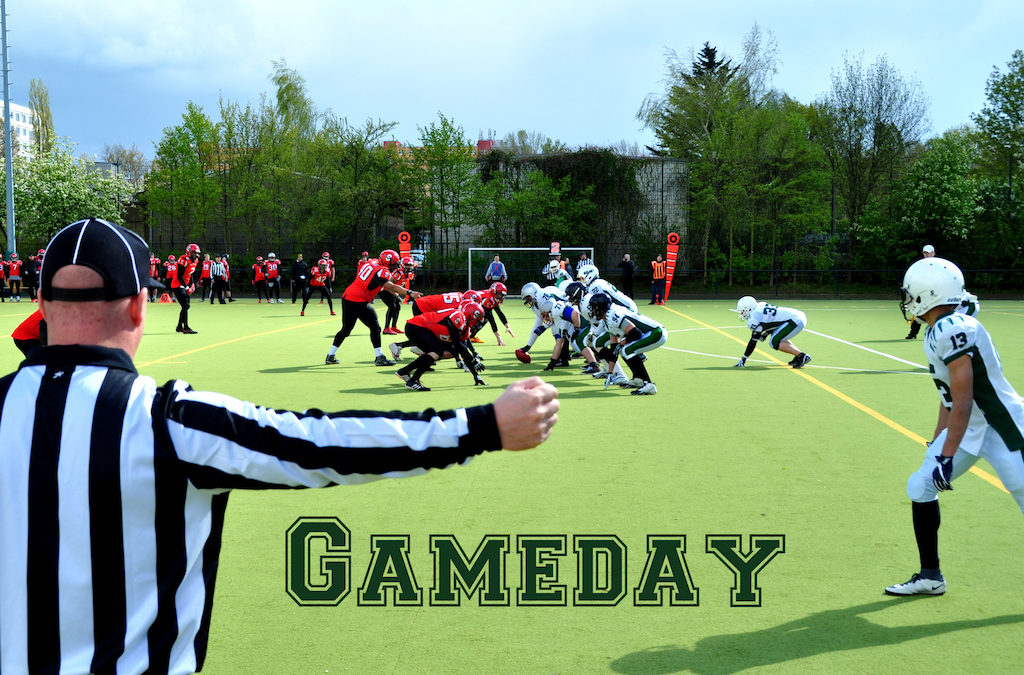 Gameday Schriftzug Senior Tackle mit Referee