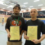 Adrian links, Jens rechts mit Urkunde